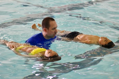SwimRVA Swim School coach teaching Hopewell Elementary students how to float on their backs